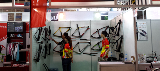 Carbon frame bicycle factory